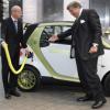 Keine Kaufanreize: Daimler droht mit Abwanderung der Elektroauto-Technologie - Unternehmen - Industrie - Handelsblatt.com