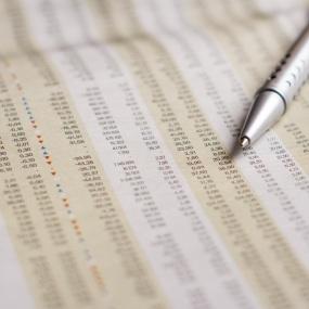 Wertpapierkurse in einer Zeitung (Symbolbild).